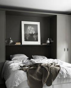 """Polubienia: 2,124, komentarze: 14 – ELLE Decoration Sverige (@elledecorationse) na Instagramie: """"Sobert, ombonat, trendsäkert – och helt fantastiskt. 💕 Det här sovrummet är ett av de finaste vi…"""""""