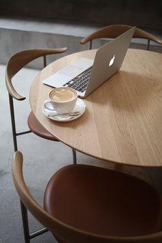 Trendenser.se - en av Sveriges största inredningsbloggar Coffee And Books, Coffee Love, Coffee Break, Interior And Exterior, Interior Design, European Home Decor, Dining Table Chairs, Minimalist Living, Scandinavian Style