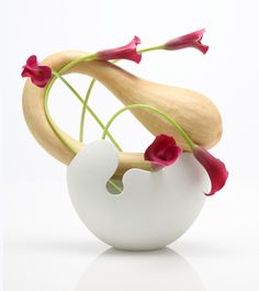Ikebana - Japanese flower art by Kasho Maeno