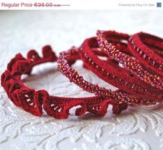 Interesting. Not easu to find red. Would be nice in whites as well. Bangles set