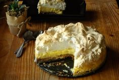 Tarta de lămâie cu bezea Biscuit, Cheesecake, Goodies, Pie, Sweets, Baking, Healthy, Desserts, Cooking Ideas