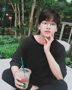 VIXX Starlight Indonesia  N Instagram Update: 오늘의 기록_20170710 화창했던 오늘! 나고야에 와서 맛보았던 수박티 #스타벅스 #일본한정 #워터멜론 #패션티  today's record_20170710 hari ini begitu cerah datang ke nagoya aku mencicipi teh semangka  #Starbucks #Japan #semangka   ig: achahakyeon