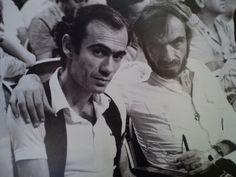 Κι εδώ ο Γιώργος Λιάνης, ρεπόρτερ του πολιτιστικού τότε, με τον συγγραφέα Βασίλη Βασιλικό. Απίστευτος ήταν ο Βασιλικός! Δε μπορώ να διανοηθώ που λίγο καιρό πριν, στο γύρισμα του κουνδουρικού ντοκιμαντέρ, του βούτηξα το χαρακτηριστικό- σήμερα- καπέλο του και το διασκέδασε με την ψυχή του!