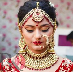 Pinterest: @shikachand Indian bride, bridal makeup, Indian jewellery, bridal necklace and earrings
