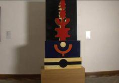 """ARTE MODERNA BRASILEIRA - """"Objeto Emblemático Nº 5 """"- 1969 - de Rubem Valentim - (1922 /1991). Tinta sobre madeira   164 x 83 x 33 cm.     """"Religiosidade e Cultura: a presença afro-brasileira na obra de Rubem Valentim"""". Considerado o mestre do Construtivismo no Brasil, o artista baiano empregava signos inspirando-se nas ferramentas e nos instrumentos simbólicos do Candomblé, por meio das formas geométricas."""