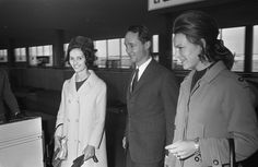 Prinses Irene en Prins Carlos Hugo doen Prinses Cecilia (zuster van Prins Calosl…