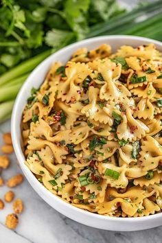 Spicy Pasta Salads, Thai Pasta, Pasta Salad Recipes, Potluck Recipes, Cooking Recipes, Summer Potluck, Summer Salads, Cheap Vegetarian Meals, Spicy Thai