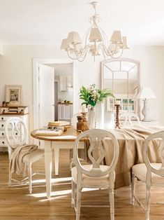 Shabby Chic Bohemian Interiors - Sweet Home And Garden Decor, Shabby Chic Dining Room, Chic Living Room, Rustic Wood Furniture, Home, Dining Room Wall Color, Interior, Dining Room Inspiration, Shabby Chic Dining