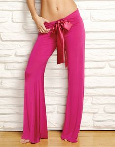 I have these...love them. But mine are dark plum, and have a smaller bow. Comfy.
