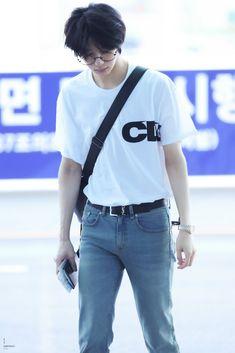 Jooheon, Hyungwon, Kihyun, Shownu, Monsta X, Korean Glasses, Aesthetic Boy, Starship Entertainment, Airport Style
