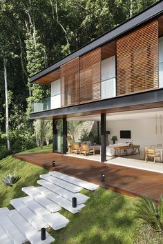 Portobello House designed by Tripper Arquitetura and is located in - Architecture and Home Decor - Bedroom - Bathroom - Kitchen And Living Room Interior Design Decorating Ideas - Chalet Modern, Future House, Design Exterior, Facade Design, Tropical Houses, Tropical House Design, Modern House Design, Loft Design, Interior Architecture