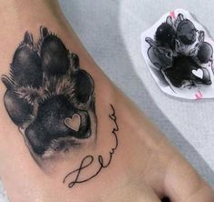 Ich mache das mit Mikas Pfotenabdruck Tattoo - tattoo style I do that with Mika's paw p Trendy Tattoos, Small Tattoos, Tattoos For Pets, Tattoos For Babies, Tattoos For Dog Lovers, Sexy Tattoos, Tattoo Pitbull, Dog Memorial Tattoos, Initial Tattoo