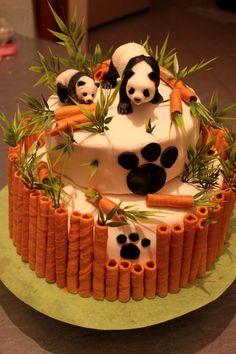 Cake Decorating 380624606002817612 - Gateau panda Source by Elocrow Pretty Cakes, Cute Cakes, Beautiful Cakes, Amazing Cakes, Fondant Cakes, Cupcake Cakes, Fondant Baby, Bolo Panda, Panda Panda