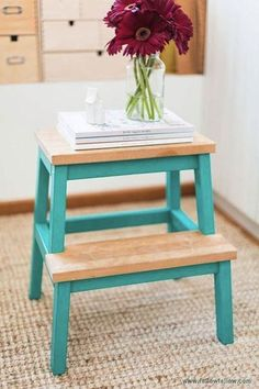 Butaco agua marina convertido en mesa de noche - Blue stool turned in a nightstand