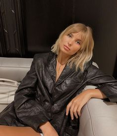 Starting NYFW with a big bang 😁 💇🏼♀️ Xenia Adonts hair Blonde Bangs, Blonde Hair Looks, Short Blonde, Short Hair With Bangs, Hairstyles With Bangs, Pretty Hairstyles, Blunt Bob With Bangs, Hair Inspo, Hair Inspiration