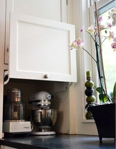 I love sharing clever ideas and small kitchens are always a field where the most crazy experimentations can lead to wonderful living experiences.