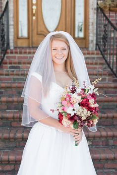 Bridal portrait ideas | Bridal bouquet ideas | Fall wedding | Fall wedding flowers | Red and gold | Fall colors | Wedding dress | Wedding photography ideas (www.stateofgraceevents.com)