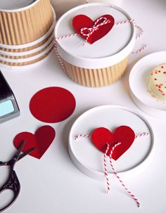 Check Out 25 DIY Valentine Gifts For Her They'll Actually Want. Valentine's Day is just around the corner, so you should definitely think about what you are going to get for your loved one. Friend Valentine Gifts, Valentines Day Treats, Valentine Cookies, Valentine Day Crafts, Valentine Chocolate, Sister Gifts, Creative Gift Wrapping, Creative Gifts, Wrapping Ideas