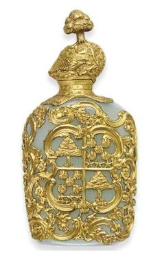 A GEORGE III GOLD-MOUNTED HARDSTONE SCENT FLASK MID 18TH CENTURY