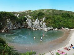 Gulpiyuri Beach - der Strand im Landesinneren. Beach Fun, Ocean Beach, Best Beaches In Europe, Magic Places, Asturias Spain, Beach Vibes, Swimming Holes, Spain Travel, Beach Photos