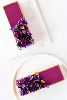 Recipe tart with egg-free sumac shortcrust pastry, coconut, cashews, blackberry financier, caramelized maple syrup praline paste and blackberry ganache Marble Pastry Board, Natural Food Coloring, Shortcrust Pastry, Egg Free, Tray Bakes, Blackberry, Caramel, Coconut, Sweets