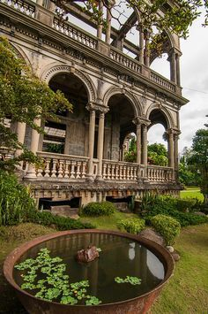 Mansion ruins in Talisay / Philippines (by remarlapastora).