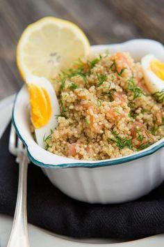 Kvinoa on vauhdilla tunkeutunut myös suomalaiseen ruokapöytään. Food N, Food And Drink, Tasty, Yummy Food, Eating Well, Fried Rice, Salads, Healthy Recipes, Healthy Food