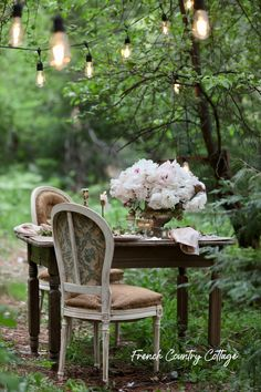7 Tips for Creating an inspired special occasion dinner at home - French Country Cottage - Modern Design Outdoor Dining, Outdoor Spaces, Outdoor Decor, Outdoor Events, Outdoor Ideas, Indoor Garden, Outdoor Gardens, Outdoor Patios, Backyard Patio