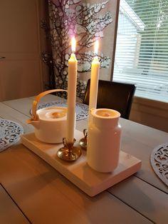 Tarjotin lankusta. Syksy ja kynttilät. Marimekon kaadin sekä teepannu.
