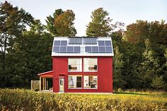 Go Logic GO Home prefab home - side view of exterior showing solar panels and passive house windows. Metal Building Homes, Green Building, Building A House, Building Materials, Cabana, Nantucket, Small Farmhouse Plans, Modern Farmhouse, Farmhouse Front