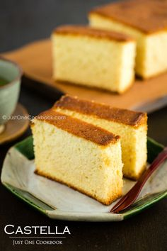 Japanese Castella Cake, or Kasutera is a popular Japanese honey spongecake which was originally introduced by the Portuguese merchants to Nagasaki area in the 16th century. @JustOneCookbook (Nami)