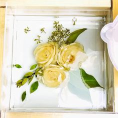 Learn how to transform fresh flowers into forever resin artwork! This online tutorial covers all the basics from drying flowers in silica gel, pick the best molds to achieving bubble-free resin! Diy Resin Art, Diy Resin Crafts, Dried And Pressed Flowers, Dried Flowers, Flower Frame, Flower Art, Wedding Bouquets, Wedding Flowers, Resin Tutorial