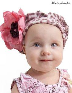 Boina Infantil Animal Print com flor na lateral.    ATENÇÃO: Colocar em observação o TAMANHO.    Tamanho:  53 cm - P  55 cm - M  57 cm - G  59 cm - GG R$ 35,00
