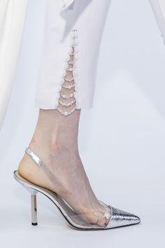 Ralph & Russo at Couture Fall 2019 - Details Runway Photos embellish white pants Salwar Designs, Kurta Designs Women, Kurti Designs Party Wear, Trouser Pants, Trousers Women, Pants For Women, Capri Trousers, Adidas Pants, Ankle Pants