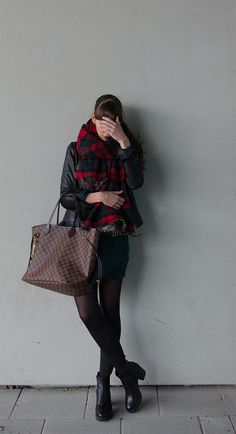 THE ZARA PLAID I was wearing: plaid – Zara leather jacket – Vila dress – Primark tights – Wolford chelsea boots – Vagabond bag – Neverfull GM Damier Ebene watch – Cartier rings – Primark, Zara lipstick – Chanel Rouge Allure Velvet No. 39