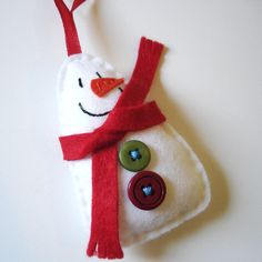 Little snowman Christmas decoration/ornament. These would be cute to make as gifts!