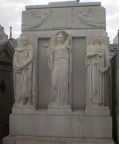 Mausole Mitre, Recoleta Cemetery Art, Funeral, Statues, Bodies, Mount Rushmore, Cathedral, Lion Sculpture, Creatures, Pure Products