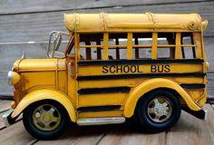 Ônibus Escolar G - R$162,00 Especialmente para você que ama miniaturas! Veja outras opções no nosso link: http://www.depositosantamariah.com.br/vintage-mariah/miniaturas-1