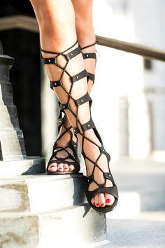 Santorini Ready :: Off-the-shoulder dress & Gladiator sandals :: Outfit ::  Dress :: bar III Gladiator sandals :: bar III Bag :: Chloe Accessories :: Karen Walker sunglasses, Vanessa Mooney choker Published: July 8, 2016