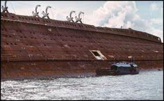 The sad wreck of RMS Queen Elizabeth - Hong Kong Harbor Abandoned Ships, Abandoned Places, Cunard Ships, Rms Queen Elizabeth, Ship Breaking, Merchant Navy, Rms Titanic, Shipwreck, Model Ships