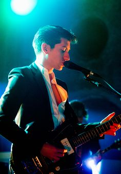 Alex Turner of the Arctic Monkeys. Awesome concert tonight in Oakland! Arctic Monkeys Wallpaper, Monkey Wallpaper, Alex Arctic Monkeys, Monkey 3, The Last Shadow Puppets, Indie Music, Indie Boy, Music Bands, Music Artists