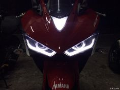 HID projector headlight for Yamaha R3, daytime running light can be placed up or down and works as turnsignals, comes with a toggle switch, 6000K, mpre info on: http://anunaki-parts.com/en/yamaha-r3-mt-03/38-hid-projector-yamaha-r3-mt-03.html