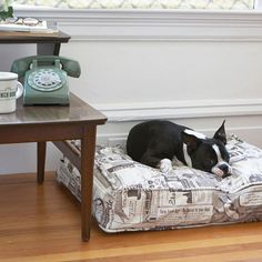 """Use the duvet to recover your old dog bed, or make a brand new one with blankets & clothes from around your house 100% cotton, fully-zippered and gusseted for extra style and comfort Designer dog duvets look great in your home, office or hotel Durable, washable, and pre-shrunk The Molly Mutt Dog Duvet means you never have to throw away a dog bed again. Simply slip off the dirty duvet and slip on a fresh, clean one. No more scheduling """"laundry day"""" around cleaning up after Fido!"""