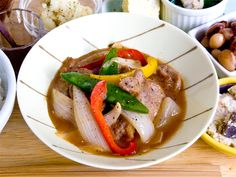 Onion, paprika, pork with vinegar....how do you say in English? /シャキシャキの新玉ネギと豚肉の甘酢炒め