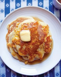 Mac and cheese pancakes? From Momofuku Milk Bar chef Christina Tosi Chef Christina, Christina Tosi, Cheese Pancakes, Pancakes And Waffles, Yummy Treats, Yummy Food, Momofuku Milk Bar, James Beard, Mille Crepe