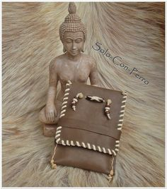 Smartphone leather case - pouch - bag - by solo-con-perro on dawanda.com http://de.dawanda.com/product/69014171-BROWNIE-Handy-Smartphone-Tasche-Leder-UNIKAT