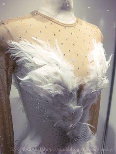 Mao Asada Swan Lake costume 浅田真央選手 白鳥の湖 衣装 デコルテ   ISU World …   Flickr