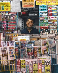 In just four years Japanese photographer has established himself with stunning color street photography of Tokyo, from candid portraits to neon-cityscapes. Street Photography People, Candid Photography, Portrait Photography, Urban Photography, Base London, Japan Street, London Street, Color Street, Street Style