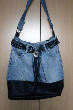 Sac en jean's et cuir // 30 euros Denim Purse, Denim Outfit, Blue Jean Purses, Denim Handbags, Diy Bags Purses, Denim Ideas, Denim Crafts, Recycle Jeans, Jeans Material