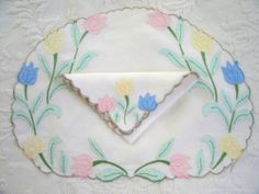 24 pc Set Vintage Madeira Linen Applique Embroidered Tulips Placemats & Napkins